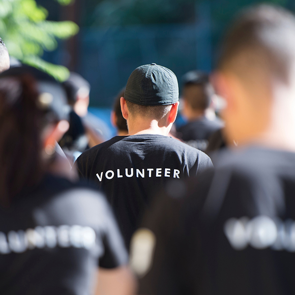 Crowd of students wearing volunteer branded shirts